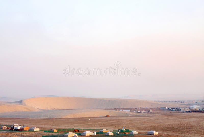 Dune barchan en croissant au Qatar images stock