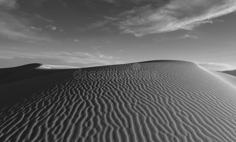 Dune de sable avec des ondulations en sables blancs au Nouveau Mexique images libres de droits