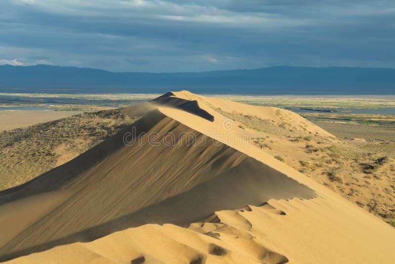 Dune de sable de chant, Kazakhstan photos stock