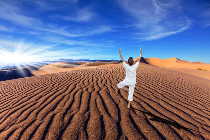 Dune di sabbia arancio in Death Valley immagine stock