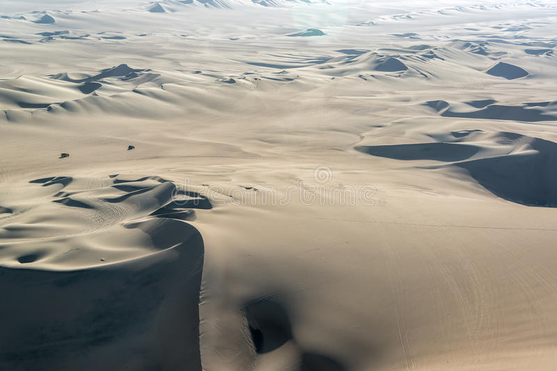 Dune di sabbia e carrozzini di duna fotografia stock libera da diritti