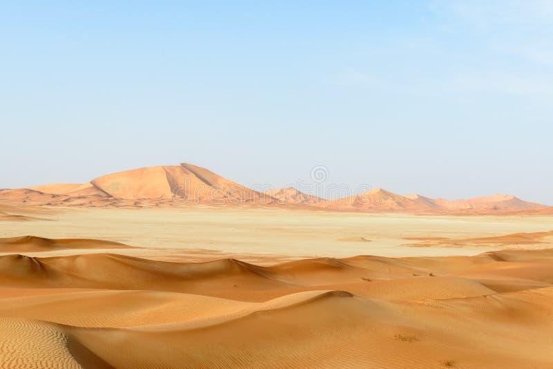 Dune di sabbia nel deserto di Al-Khali dello sfregamento (Oman) immagini stock libere da diritti