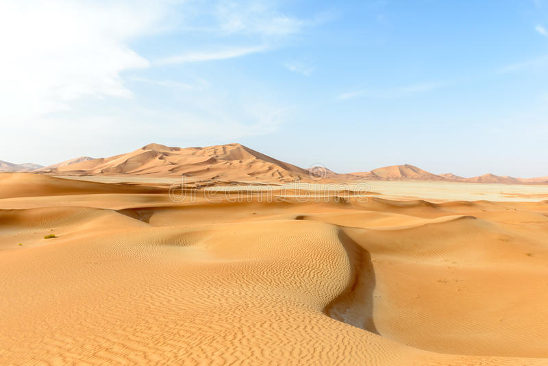 Dune di sabbia nel deserto di Al-Khali dello sfregamento (Oman) fotografia stock