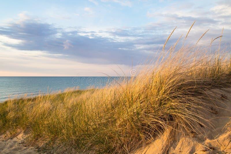 Dune e cielo di sabbia fotografia stock