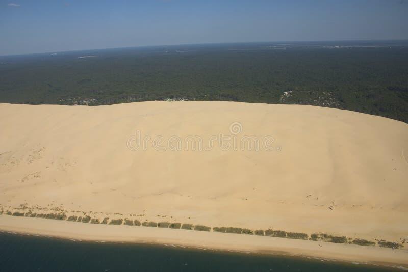 Dune entre l'océan et le ciel photo stock
