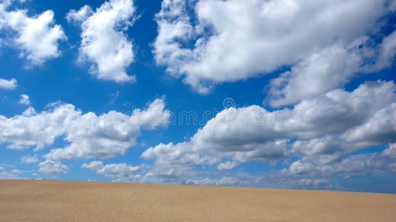 Dune et ciel de sable photographie stock