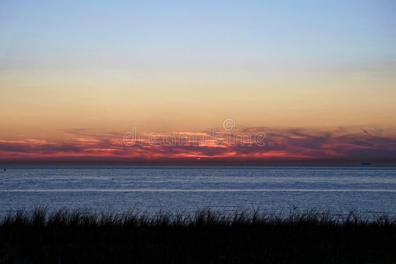 Dune et paysage de mer par crépuscule photo libre de droits