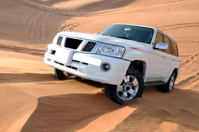 Dune frappant dans une patrouille de Nissans photos libres de droits