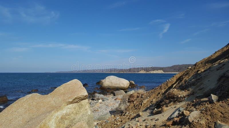Dune, rocce, oceano e cielo fotografia stock