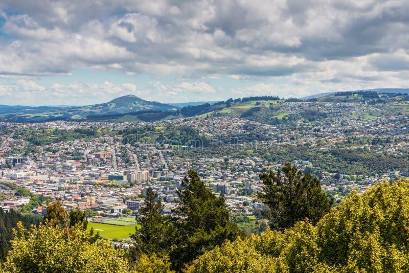 Dunedin visto do pico do monte do sinal, Nova Zelândia imagem de stock royalty free