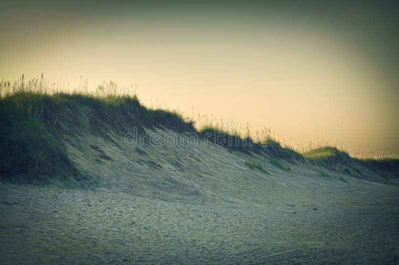 Dunes de sable au crépuscule images stock