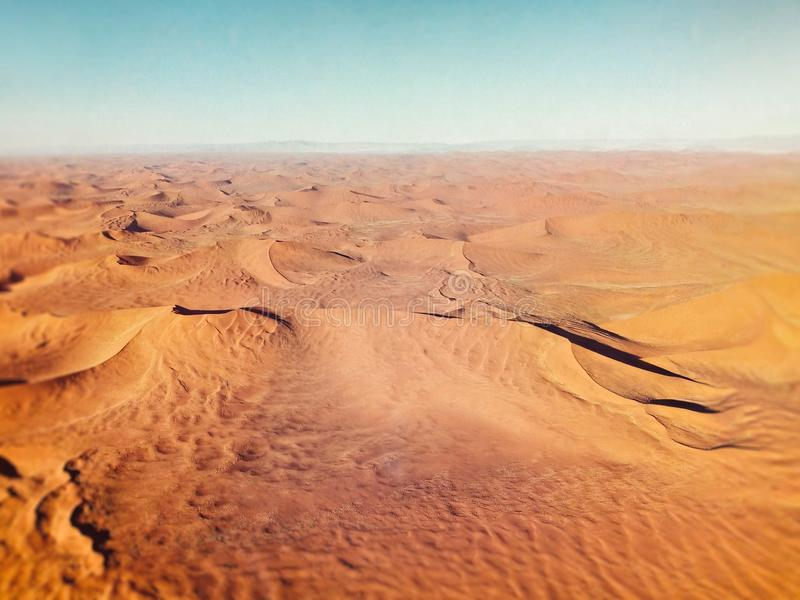 Dunes de sable dans le désert de Namibie images libres de droits