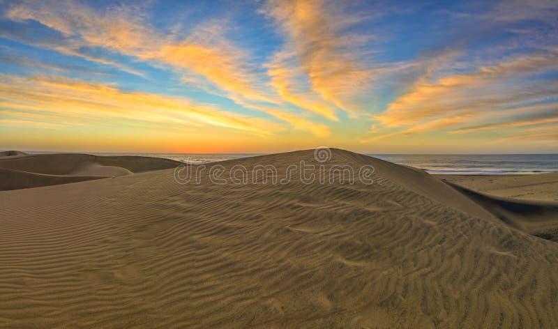 Dunes de sable en plage naturelle célèbre de Maspalomas Gran Canaria Station thermale photos stock