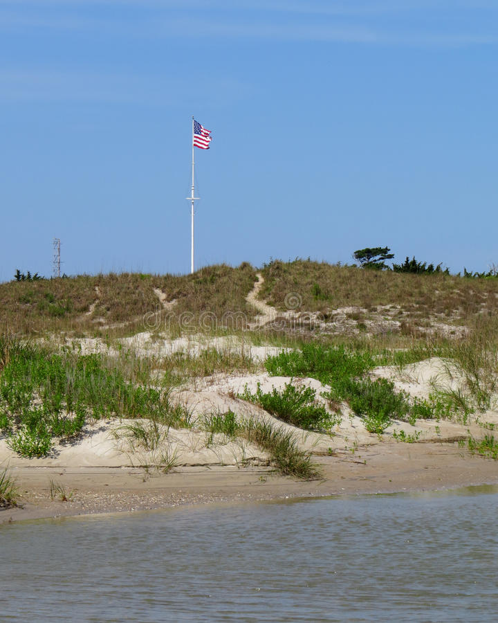 Dunes de sable et piscine de marée au fort Macon images stock