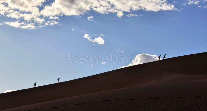 Dunes s'élevantes de Sossusvlei en Namibie photos stock