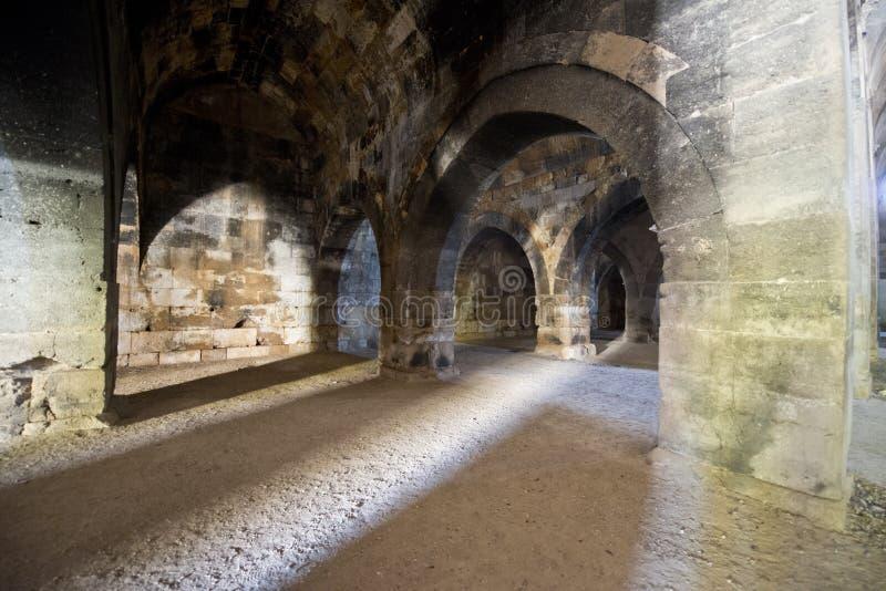 Dungeon antiguo medieval viejo de la piedra del castillo