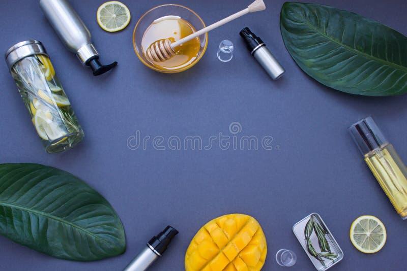 Dunkelblauer kosmetischer Rahmen Beschneidungspfad eingeschlossen lizenzfreie stockfotos