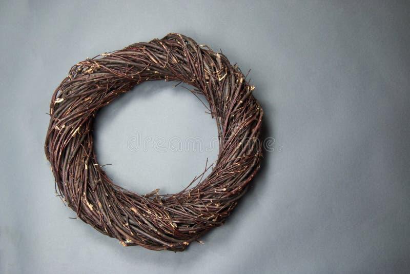 Dunkelbraune Vogel-Nest-Fantasie-Hintergrund-Foto-Stütze lokalisiert auf g lizenzfreies stockbild