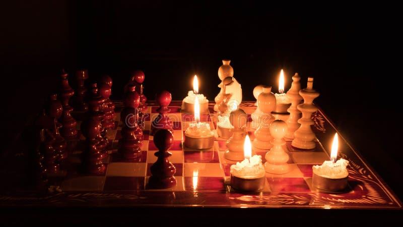 Dunkelheit gegen Weiß lizenzfreies stockfoto
