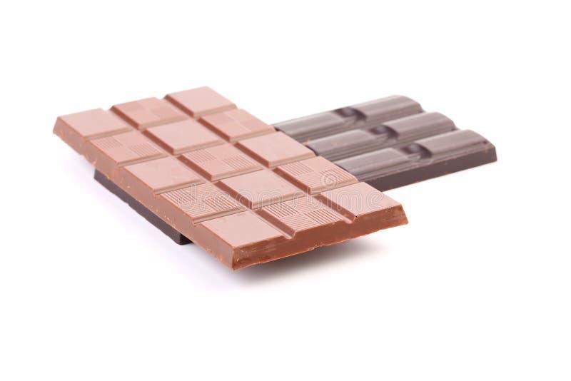 Dunkelheit und Milchschokoladestange. stockfotografie