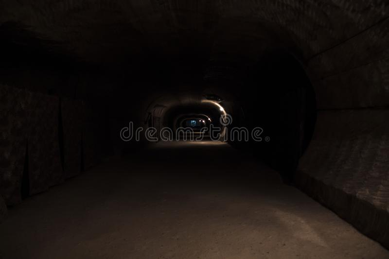 Dunkelheitsuntertagekorridor lizenzfreies stockfoto