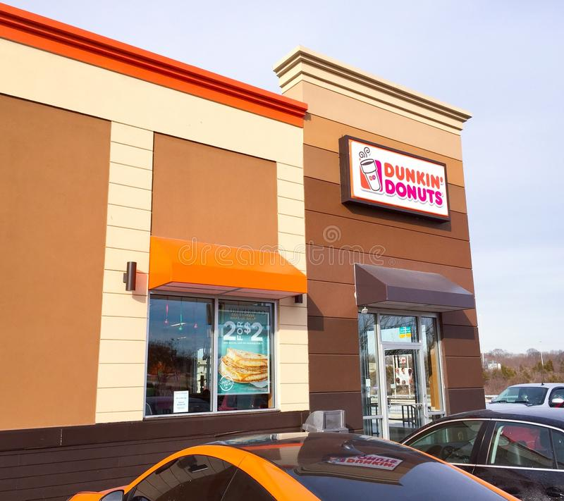 Dunkin'油炸圈饼店面 库存照片