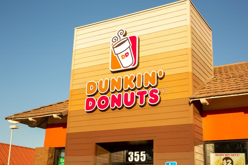 Dunkin的标志'油炸圈饼 图库摄影