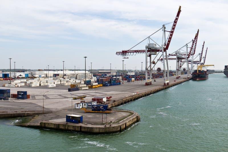 DUNKIRK/FRANCE - 17-ое апреля 2014: Порт Дюнкерка (грандиозного порта mar стоковая фотография