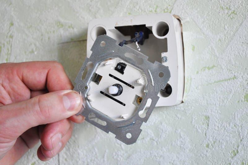 Dunklare strömbrytareinstallation royaltyfria foton