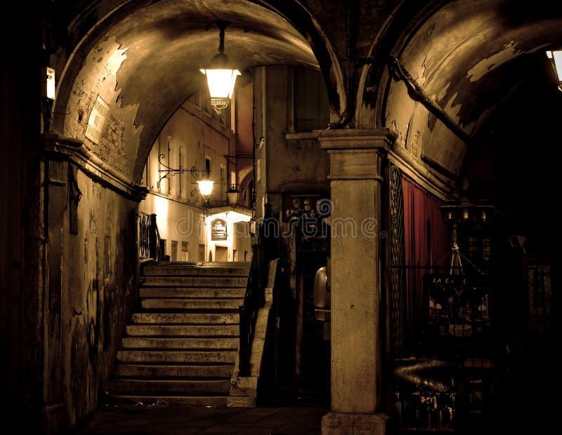 Dunkle gotische Szene stockfotografie