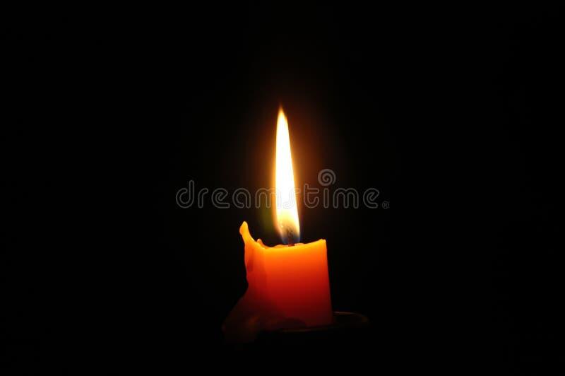 Dunkle Kerze stockfoto