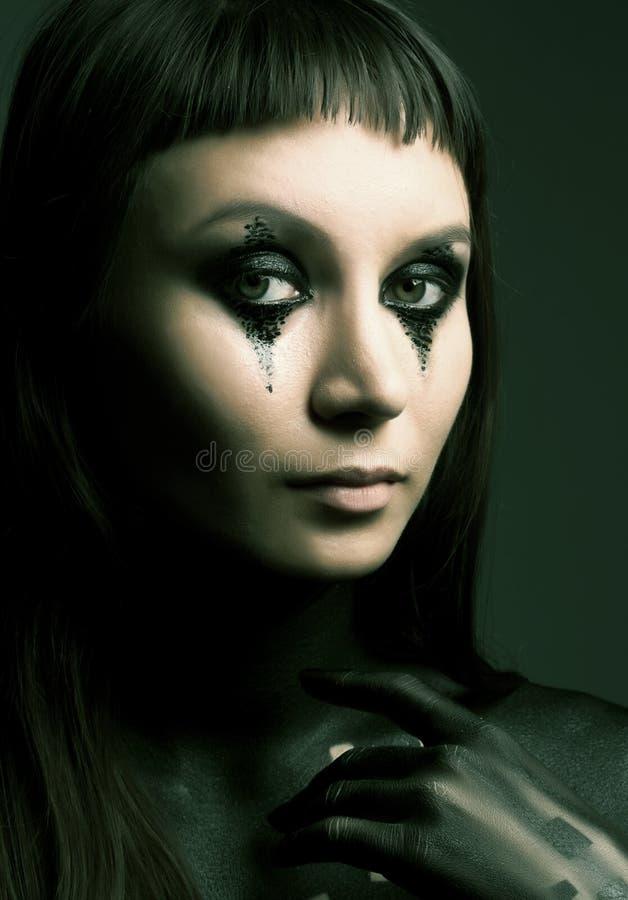 Dunkle romantische Frau stockbild