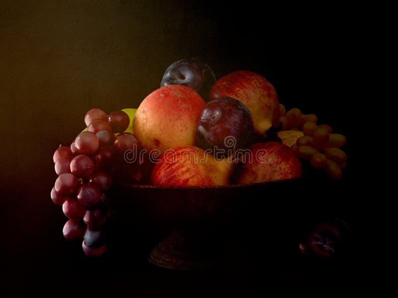 Dunkle Schüssel Frucht, Stillleben stockfoto