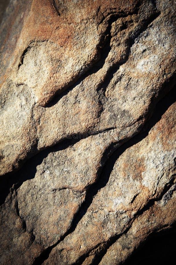 Dunkle Schatten auf Sandsteinstein lizenzfreies stockfoto