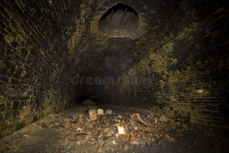 Dunkle Tunnelventilationsantriebswelle lizenzfreie stockfotografie