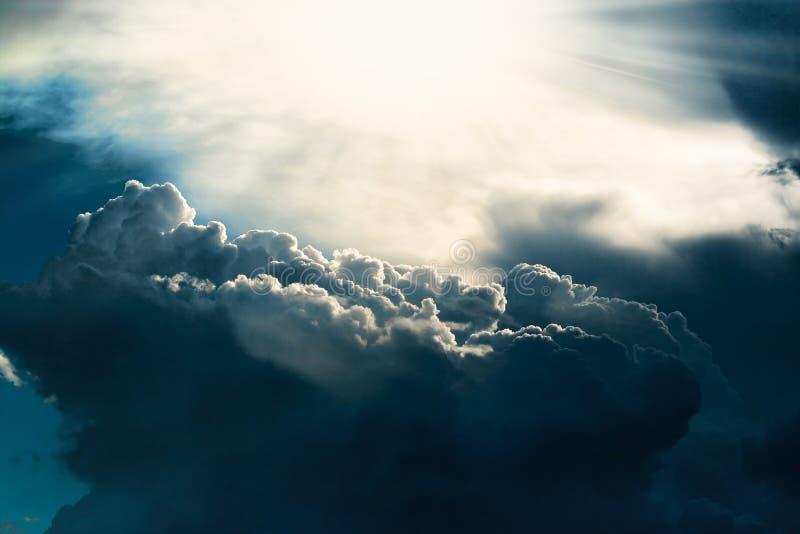 Dunkle Wolke lizenzfreies stockfoto
