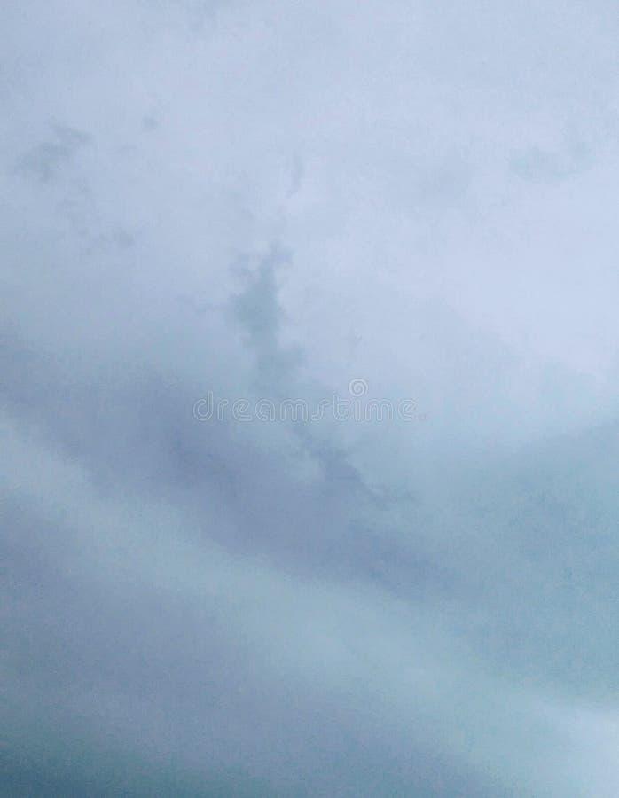 Dunkle Wolken lizenzfreie stockfotografie