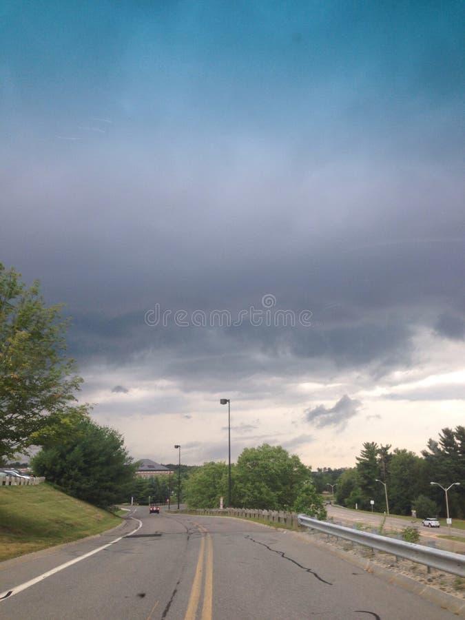 Dunkle Wolken lizenzfreies stockfoto