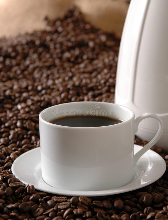Dunkler Braten-Kaffee lizenzfreie stockbilder