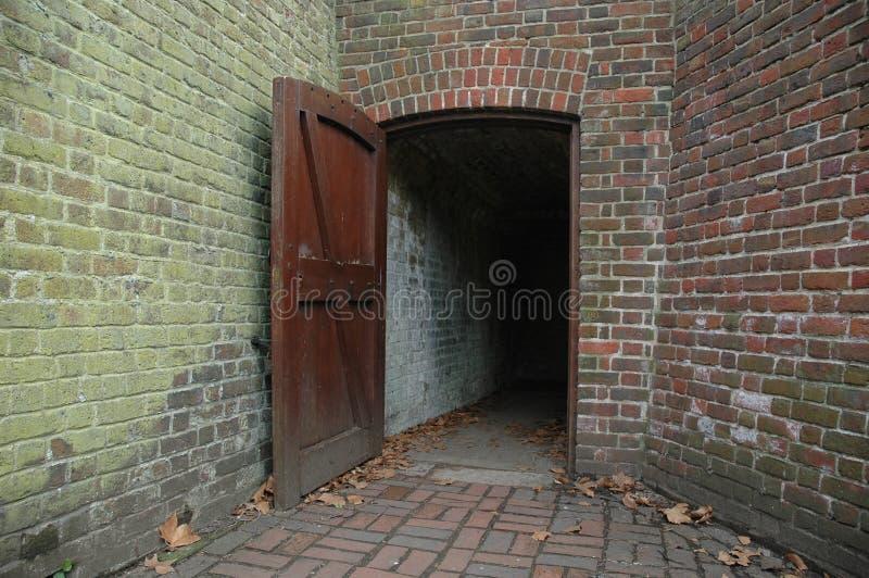 Dunkler Eingang stockbilder