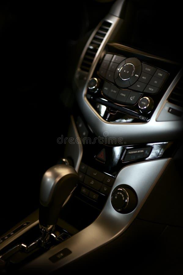 Dunkler Fahrzeug-Innenraum stockbilder