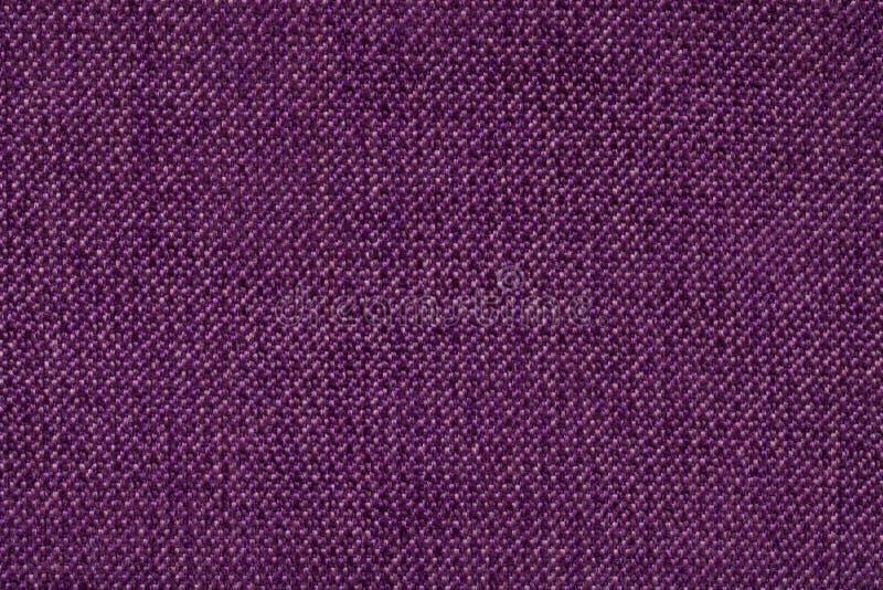 Dunkler purpurroter Hintergrund vom woolen Beschaffenheitsgewebe, Nahaufnahme Struktur des Weidengewebemakro lizenzfreie stockbilder