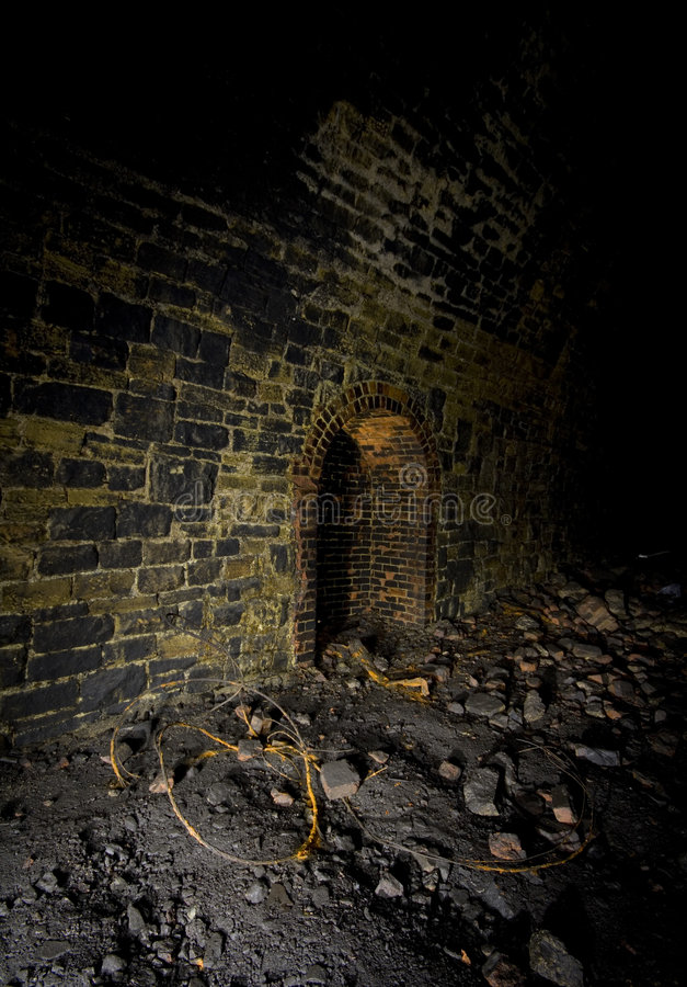 Dunkler Schutz Eisenbahntunnel lizenzfreie stockfotografie