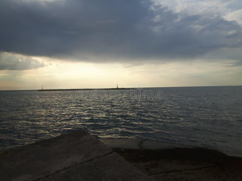 Dunkler Sonnenuntergang lizenzfreie stockfotos