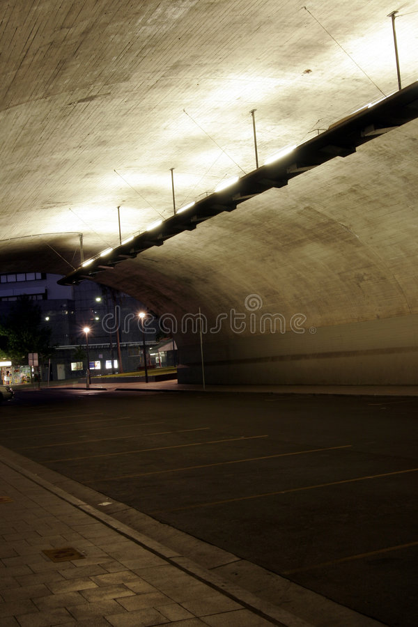 Dunkler Tunnel stockfotos