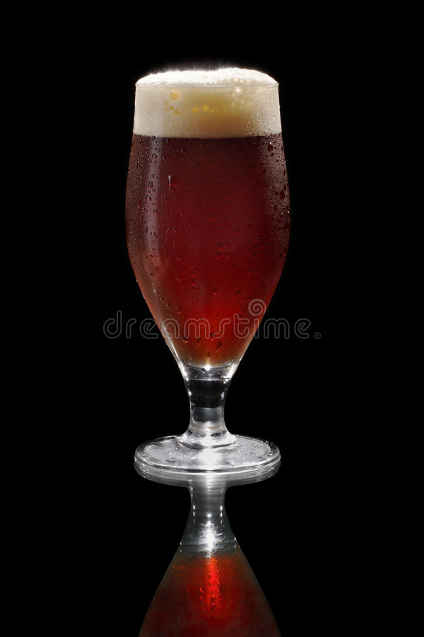 Dunkles Bier lizenzfreie stockbilder