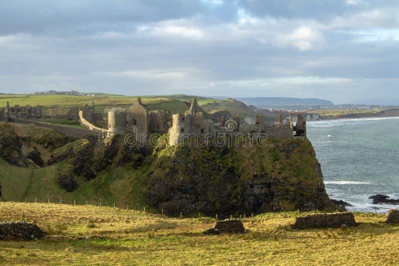 Dunluce城堡在北爱尔兰,英国,欧洲 库存图片