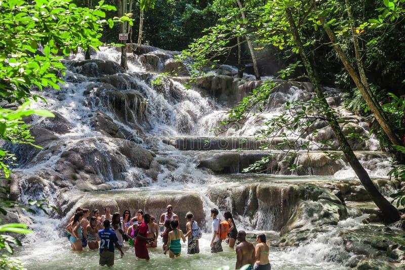 Dunn ` s Rzeczni spadki są siklawami w Ocho Rios w Jamajka który może wspinający się turystami, zdjęcia royalty free
