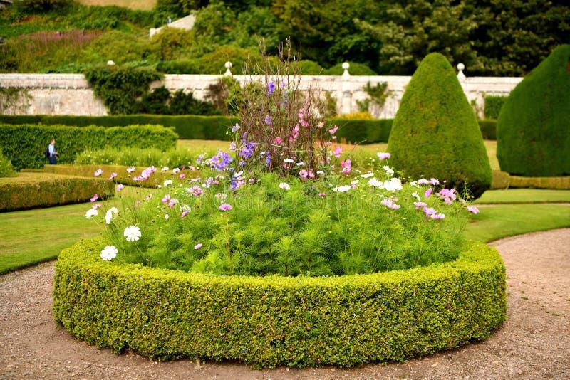 Dunrobin城堡在苏格兰,庭院,喷泉,庭院 免版税库存图片