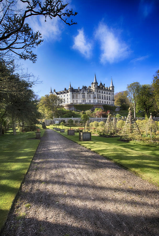 Download Dunrobin Castle (Scotland) editorial stock image. Image of highlands - 30180254